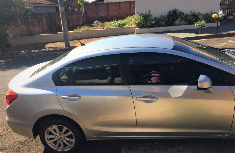 Honda New Civic LXS 1.8 16V i-VTEC (Flex) - Foto #6