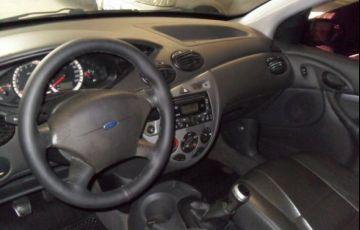 Ford Focus Sedan 1.6 8V - Foto #4