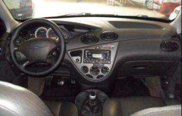Ford Focus Sedan 1.6 8V - Foto #6