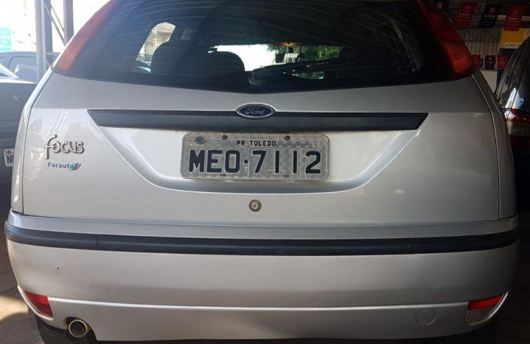 Ford Focus Hatch GLX 1.6 8V - Foto #2