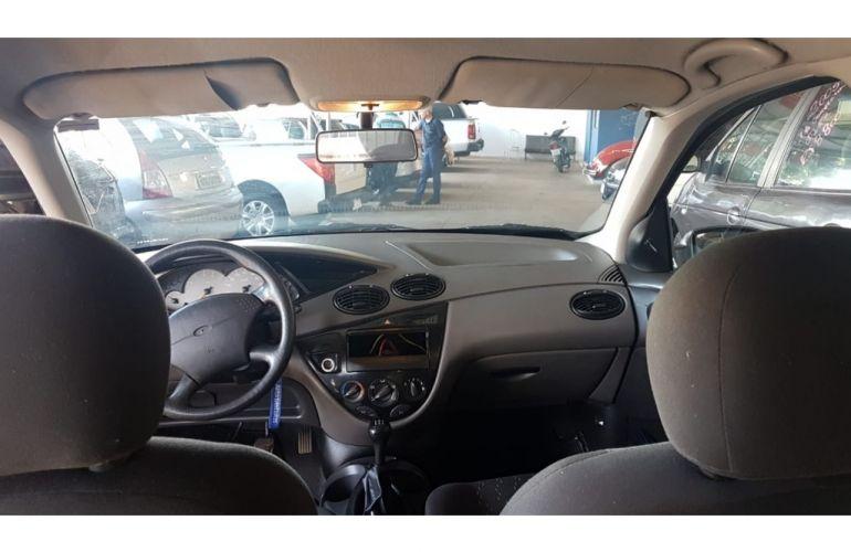 Ford Focus Hatch GLX 1.6 8V - Foto #8