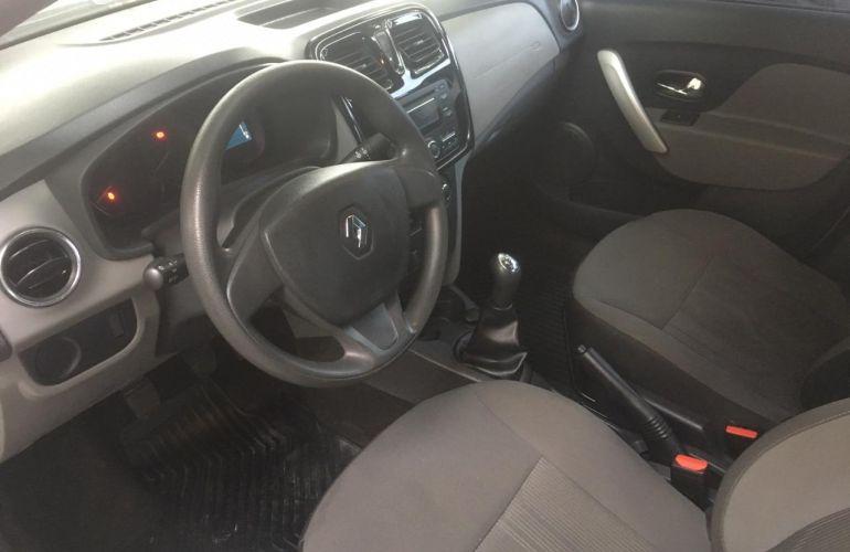 Renault Logan Authentique 1.0 16V (flex) - Foto #3