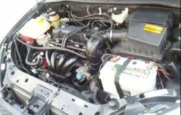 Ford Focus Hatch GL 1.6 8V - Foto #3