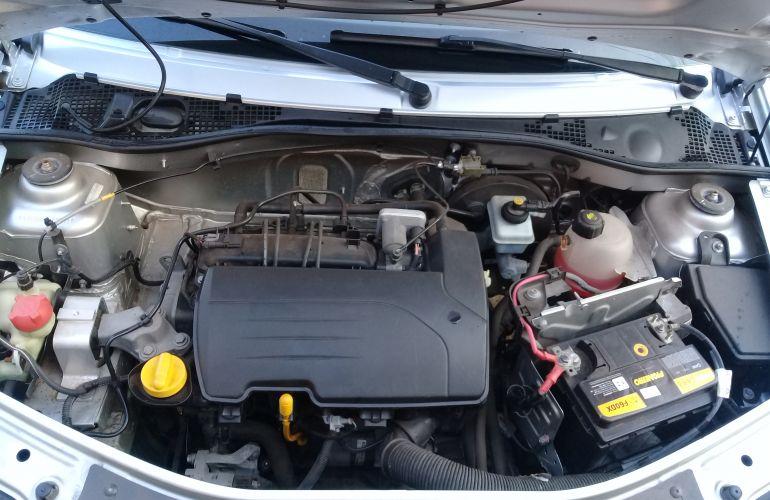 Renault Logan Authentique 1.0 16V (flex) - Foto #5