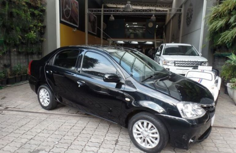 Toyota Etios Sedan XLS-MT 1.5 16V Flex - Foto #2