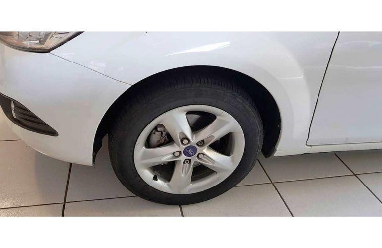 Ford Focus Hatch SE 2.0 16V PowerShift - Foto #6