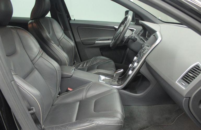 Volvo XC60 2.0 T5 Drive-E R-Design - Foto #4