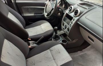 Ford Fiesta Hatch 1.0 (Flex) - Foto #10