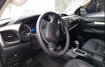 Toyota Hilux 2.8 TDI SR CD 4x4 (Aut) - Foto #4