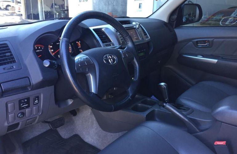 Toyota Hilux 2.7 CD Srv (aut) - Foto #8