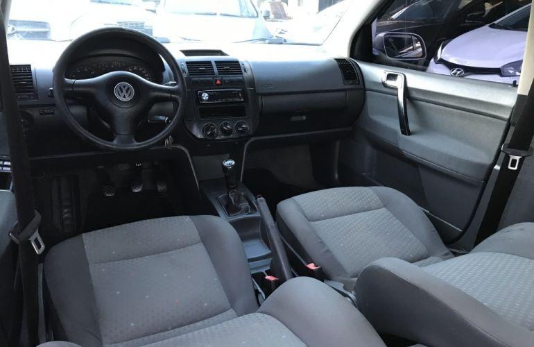 Volkswagen Polo Sedan 1.6 8V - Foto #8