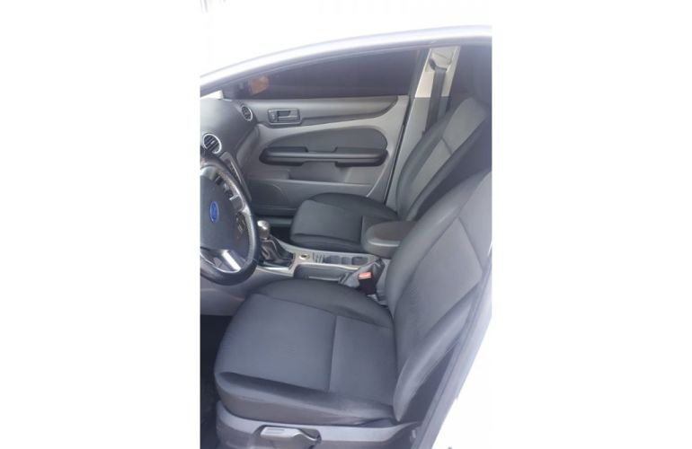 Ford Focus Hatch 2l Hc 2.0 16v - Foto #3