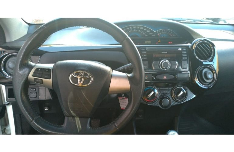 Toyota Etios Cross 1.5 (Flex) - Foto #8
