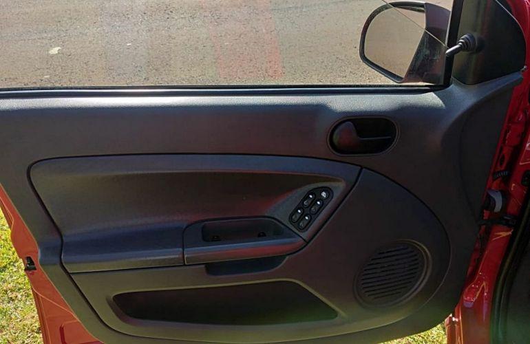 Ford Fiesta Hatch 1.0 - Foto #9