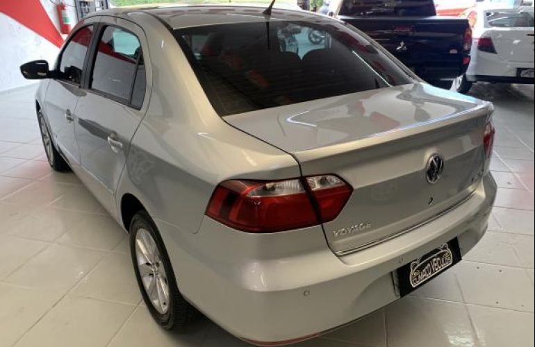Volkswagen Voyage 1.6 MSI Highline I-Motion (Flex) - Foto #3
