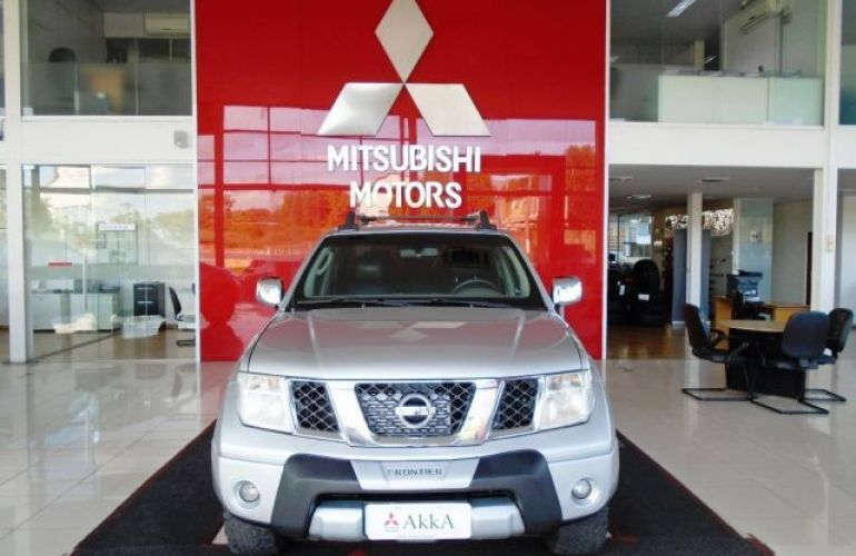 Nissan Frontier LE 4X4 Cabine Dupla 2.5 Turbo Eletronic - Foto #2
