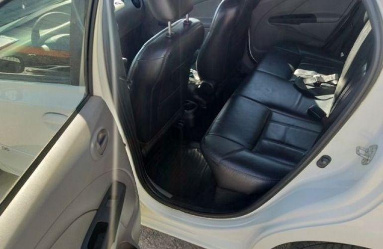 Toyota Etios XS 1.3 16V Flex - Foto #7