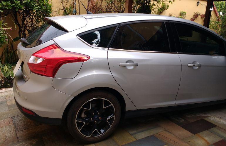 Ford Focus Hatch Titanium 2.0 16V PowerShift - Foto #4