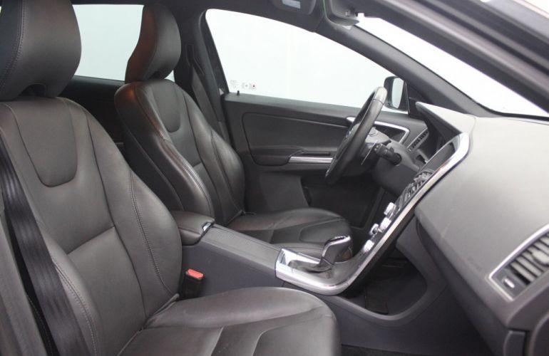Volvo XC60 2.4 D5 Kinetic 4WD - Foto #5