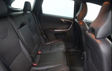 Volvo XC60 2.4 D5 Kinetic 4WD - Foto #6