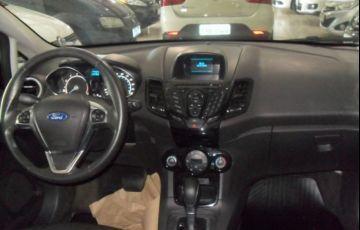Ford Fiesta Titanium PowerShift 1.6 - Foto #6