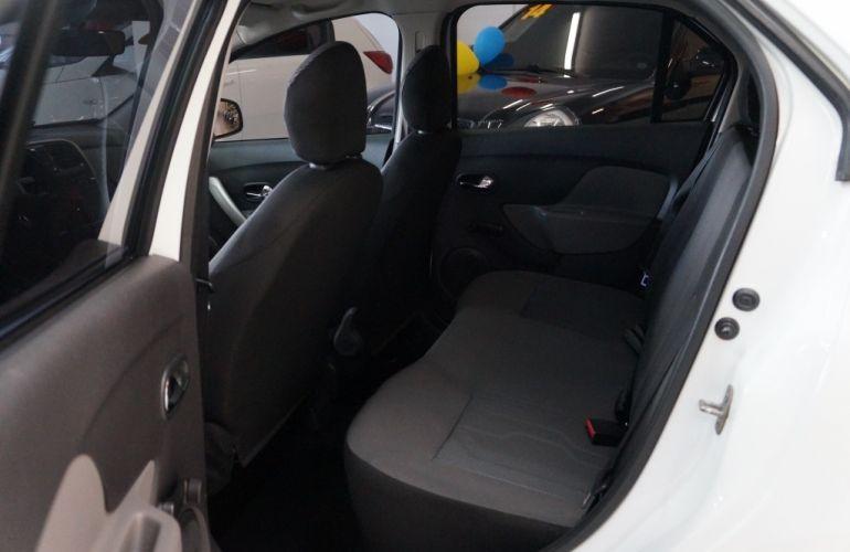Renault Logan Expression 1.6 8V (Flex) - Foto #8