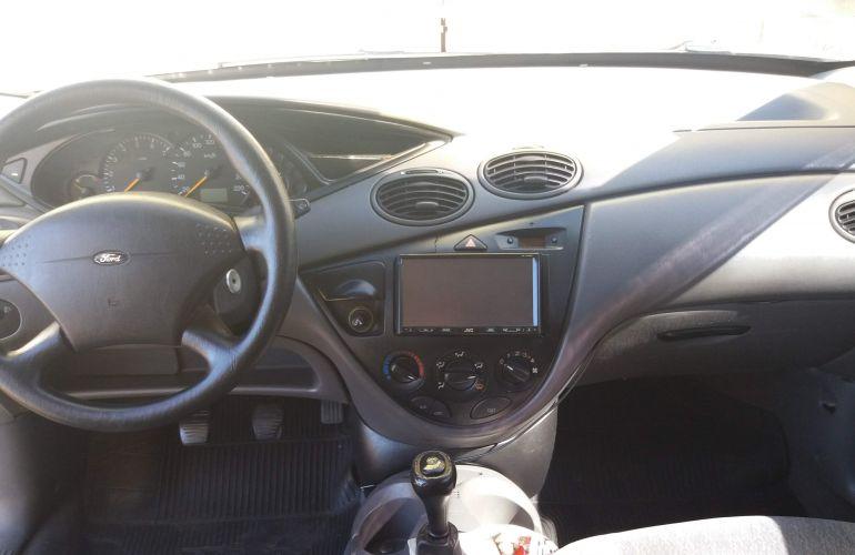 Ford Focus Hatch GL 1.8 16V - Foto #4