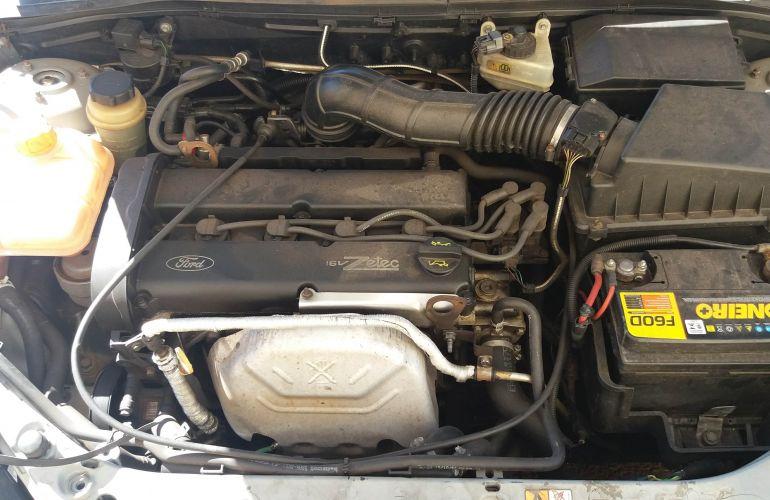 Ford Focus Hatch GL 1.8 16V - Foto #5