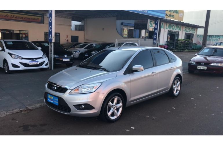 Ford Focus Hatch GLX 2.0 16V Duratec (Aut) - Foto #2