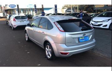 Ford Focus Hatch GLX 2.0 16V Duratec (Aut) - Foto #4