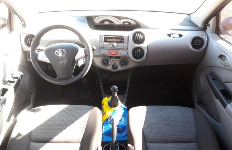 Toyota Etios XS 1.3 (Flex) - Foto #7