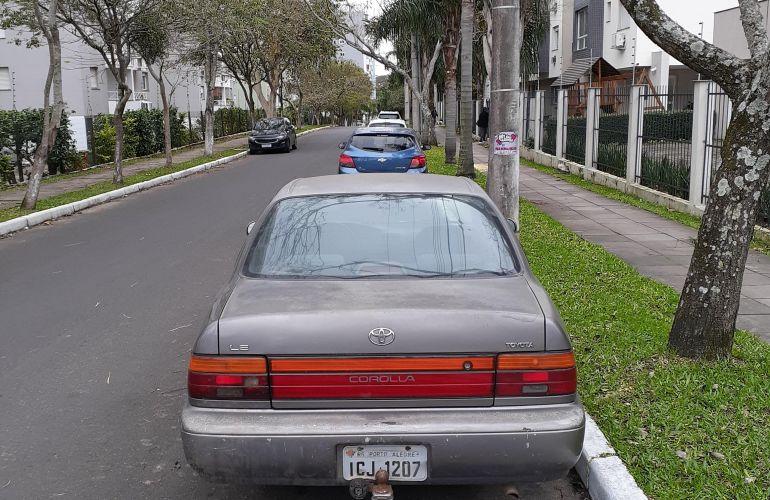 Toyota Corolla Sedan LE 1.8 16V - Foto #2