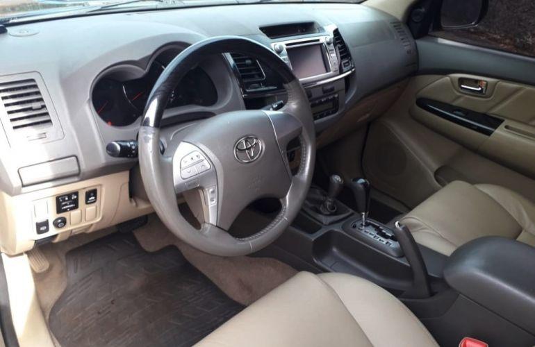 Toyota Hilux SW4 3.0 TDI 4x4 SRV 7L - Foto #6