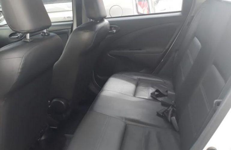 Toyota Etios Sedan Platinum 1.5 16V Flex - Foto #4