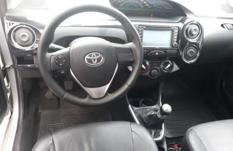 Toyota Etios Sedan Platinum 1.5 16V Flex - Foto #9