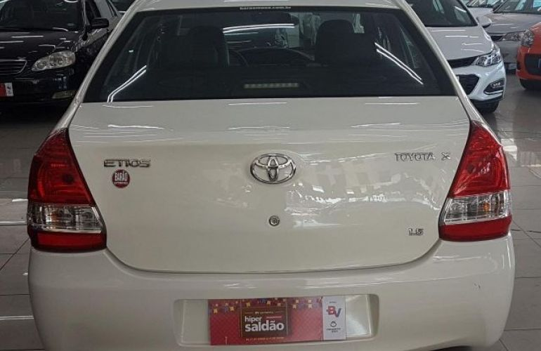 Toyota Etios Sedan XS 1.5 16V Flex - Foto #5