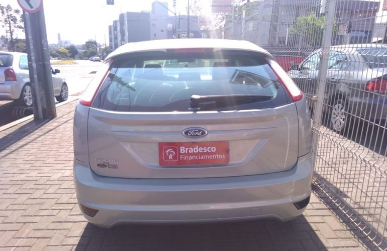 Ford Focus Hatch GLX 1.6 8V (Flex) - Foto #6