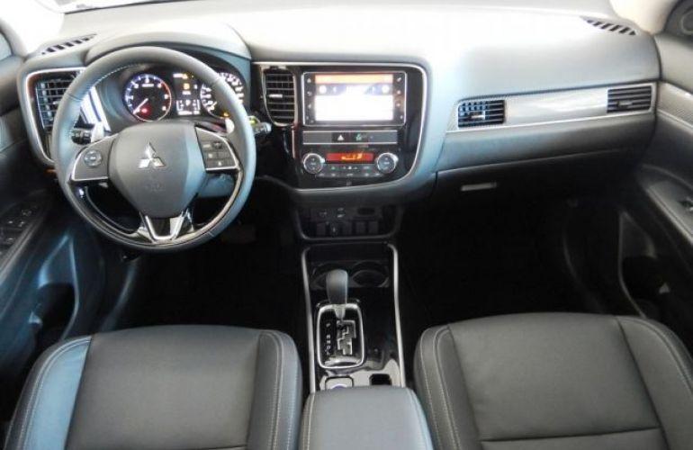 Mitsubishi Outlander HPE-S 2.2 DI-D AWD - Foto #7
