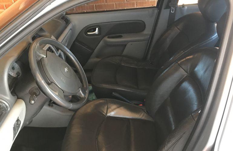 Renault Clio Sedan Privilége Hi-Power 1.0 16V - Foto #7