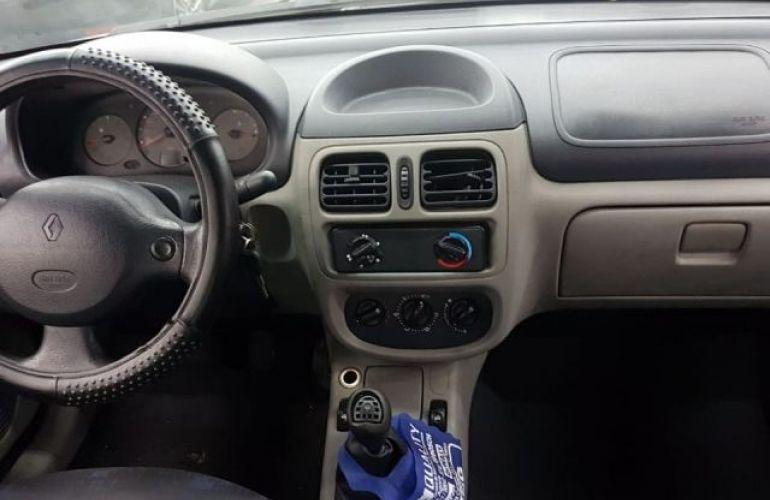Renault Clio Sedan Authentique 1.0 16V - Foto #4