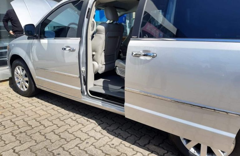 Chrysler Town & Country 3.8 V6 - Foto #5