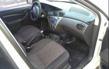 Ford Focus Sedan GLX 2.0 16V Duratec - Foto #4
