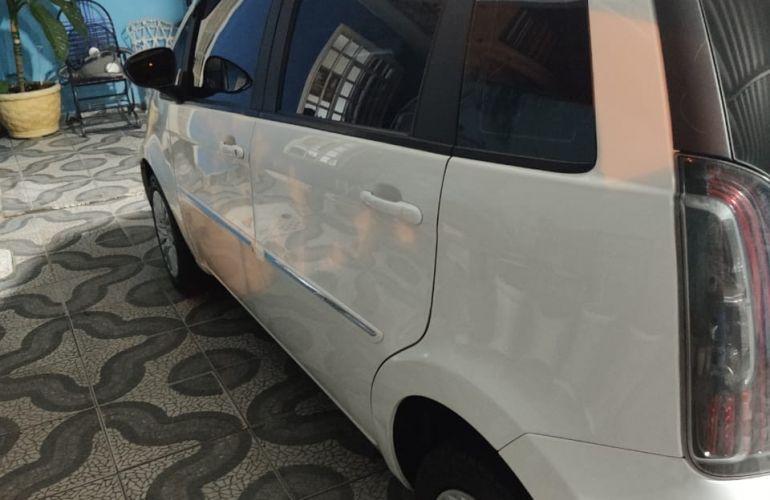 Fiat Idea Essence 1.6 16V E.TorQ (Flex) - Foto #2