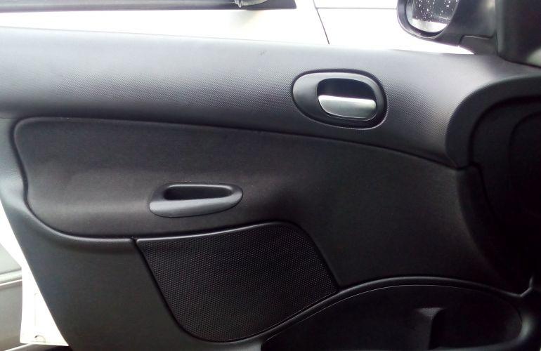 Peugeot 207 Hatch XR 1.4 8V (flex) 4p - Foto #2
