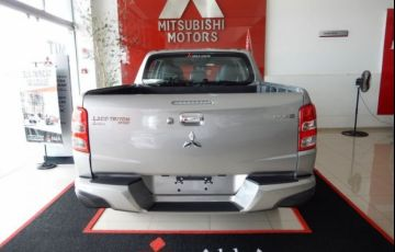 Mitsubishi L200 Sport HPE Top 4X4 Cabine Dupla 2.4 Turbo Diesel 16V - Foto #6