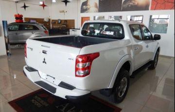 Mitsubishi L200 Triton Sport HPE 4WD 2.4 - Foto #6