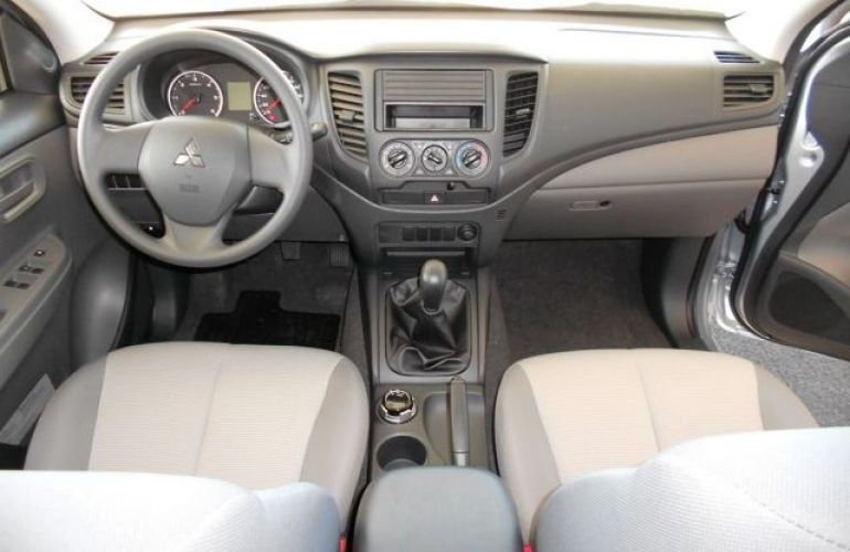 Mitsubishi L200 Triton Sport GL 2.4 - Foto #9
