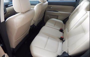 Mitsubishi Outlander DI-D 2.2 16V - Foto #8