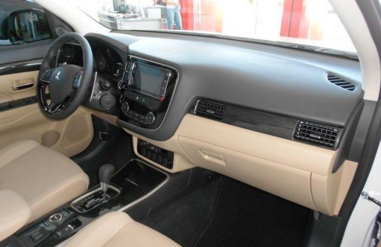 Mitsubishi Outlander HPE-S 3.0 AWD - Foto #7