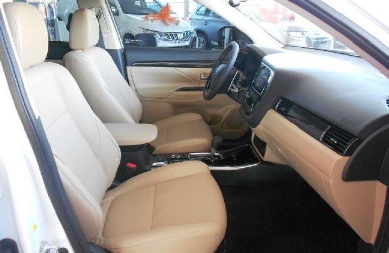 Mitsubishi Outlander HPE-S 3.0 AWD - Foto #8